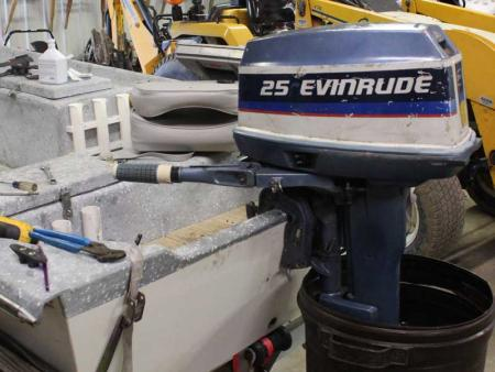 Evinrude 25 HP 1975 Model 25502 25503 25552 25553